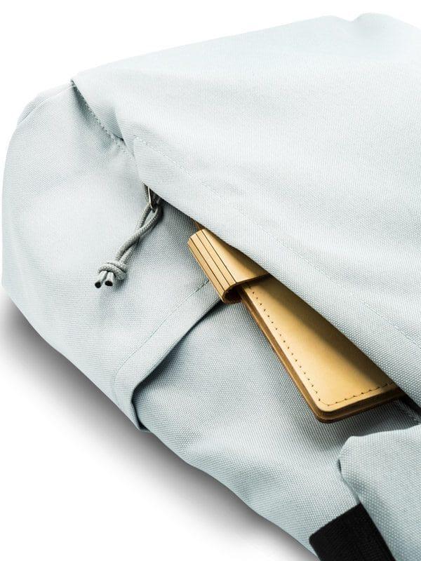 RANZN Rucksack Backpack Produktbild Detailaufnahme Trinkhalterung und vorderes Fach